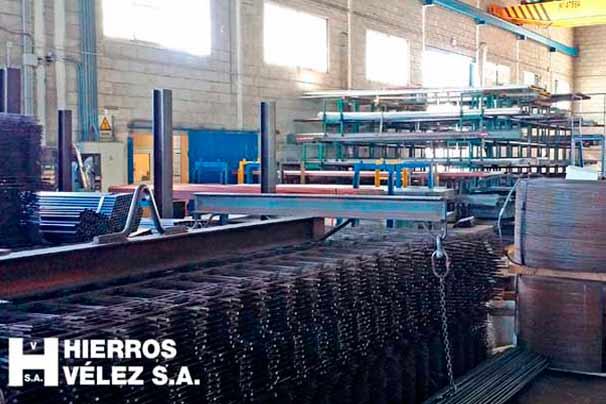Distribuidores de hierro, acero y otros metales